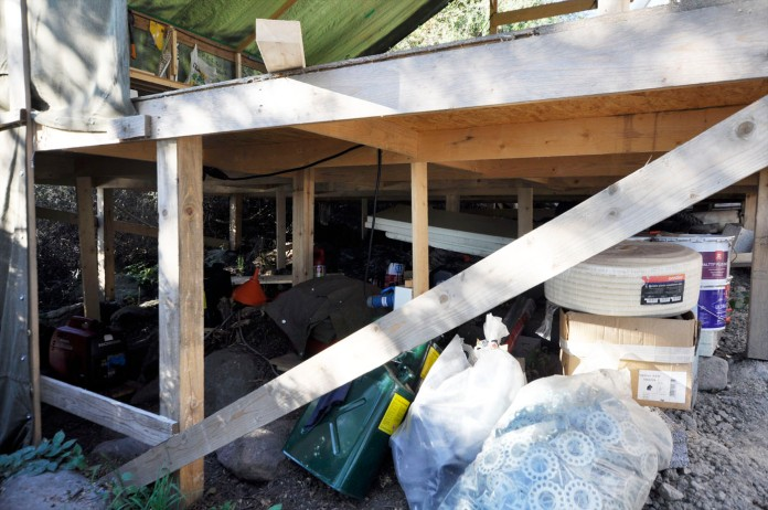Materiallager unter Aussenwerkstatt